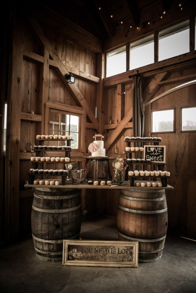 rustic-wine-barrels-and-yammy-cupcakes-683x1024