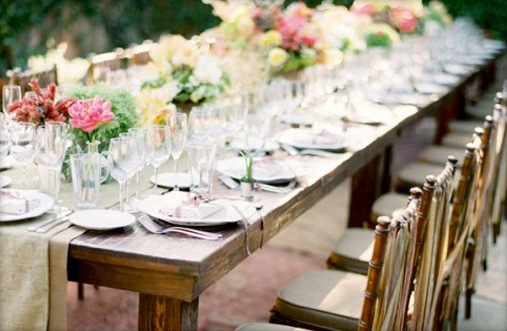 Outdoors-Backyard-Wedding-Table-Setting